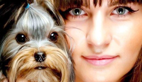 Дівчина і її собачка