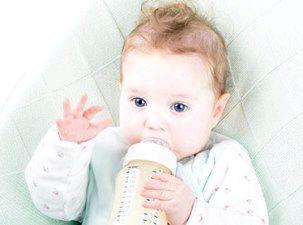 Малюк і його пляшечка