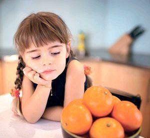 Дівчинці не можна їсти апельсини